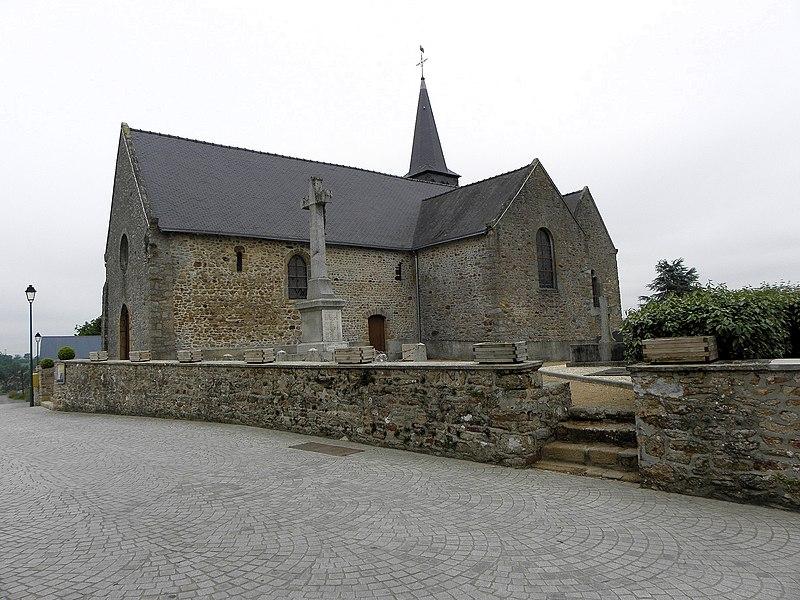 Église de Saint-Cyr-le-Gravelais (53). Flanc sud.