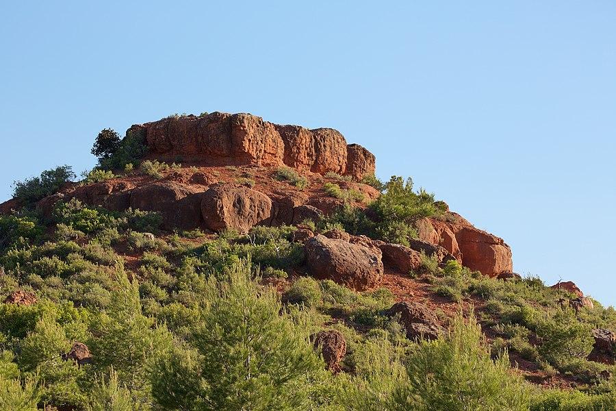Tertre rocheux dans le massif de Sainte-Victoire (vue du nord)