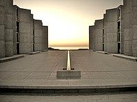 موسسه زیستشناسی سالک در سن دیگو، اثر لوئی کان.