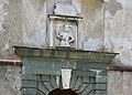 Sankt Georgen am Längsee Burg Hochosterwitz 07 Khevenhüllertor 1582 Supraporte 01062015 1106.jpg