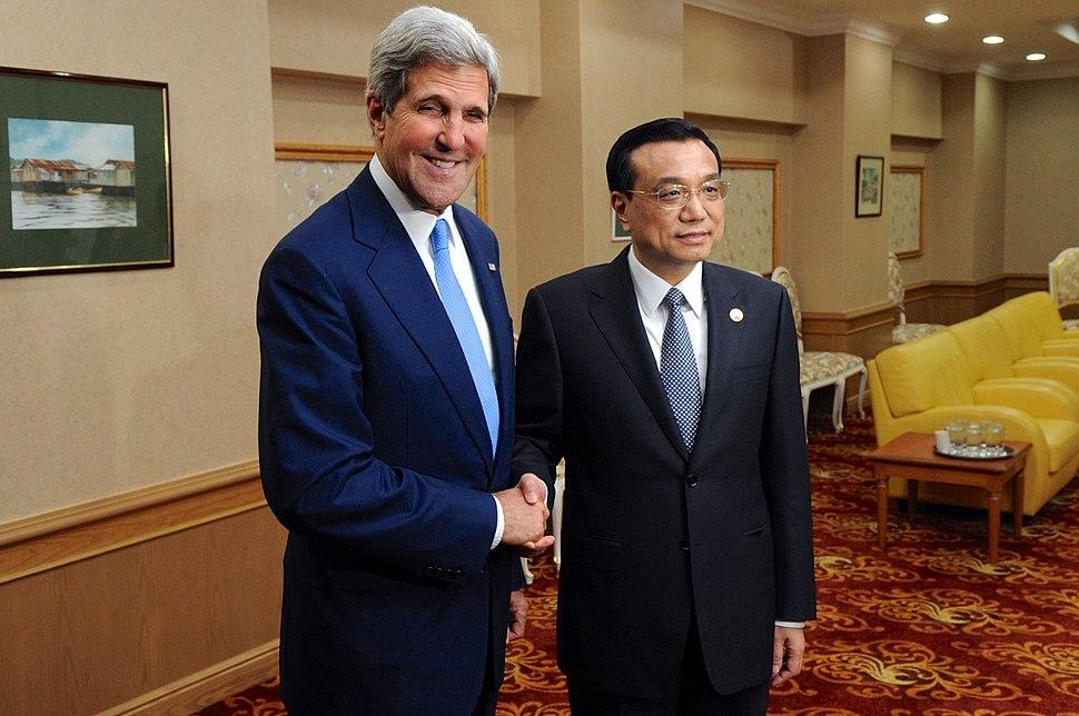 Secretary Kerry and Chinese Premier Li Shake Hands Before Their Meeting (10170270646)