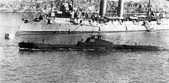 Shchuka-class submarine - Image: Shch 209&Komintern