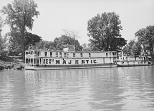 Showboat - The showboat ''Majestic'' being pushed by its (misleadingly named) towboat, also called a pusher