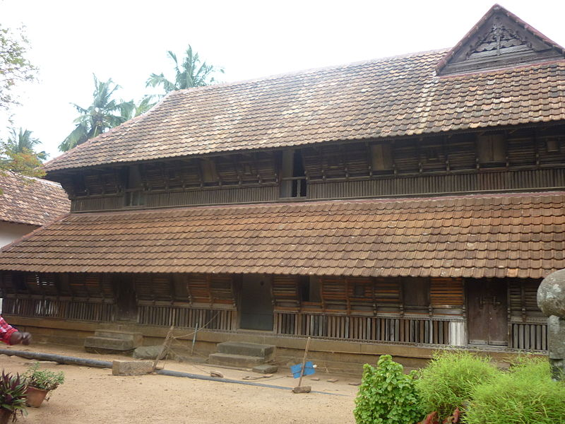 படிமம்:Side view of wooden palace -padmanabapuram.jpg