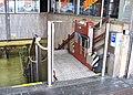 Smíchovské nádraží, pojízdná plošina pro vozíčkáře.jpg