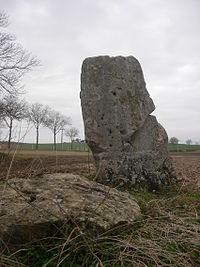 Soligny-les-Etangs la Pierre au coq et le polissoir 03.JPG
