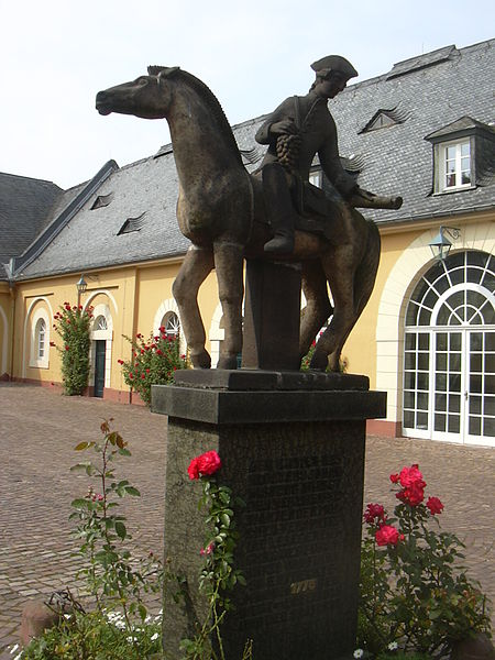 Statue of the Spätlese courier in the courtyard of Schloss Johannisberg