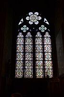 Stained glass window at Notre Dame de Paris 01.jpg