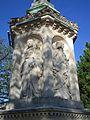 Statue St Bernard de Clairvaux Dijon 038, Suger de Saint-Denis et le roi Louis VII.jpg
