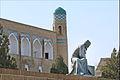 Statue de Al-Khorezmi (Khiva, Ouzbékistan) (5606435243).jpg