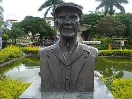 Statue de Chico Xavier, ville de Pedro Leopoldo.jpg