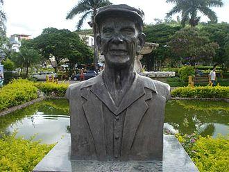 Chico Xavier - Monument to Chico Xavier in  Chico Xavier Square, Pedro Leopoldo City.