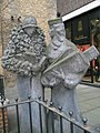 Statue in Pont Street - geograph.org.uk - 1089346.jpg