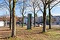 Stele der Umarmung (Freiburg Lehen) jm88046.jpg