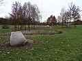 Stodůlky, Centrální park, umělý meandr a mramorové plastiky (01).jpg