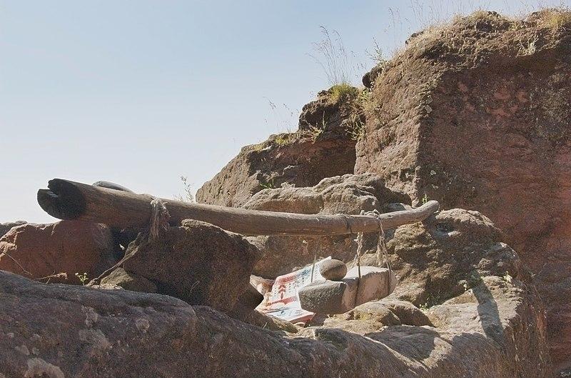 File:Stone Bell, Lalibela, Ethiopia (3301400456).jpg