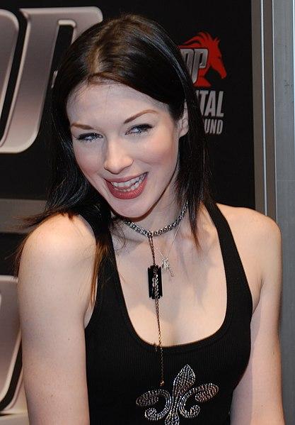 File:Stoya at AVN Adult Entertainment Expo 2009 (1).jpg