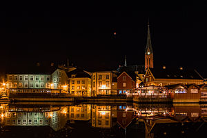 Super blood moon over Arendal, Norway (21154364303).jpg
