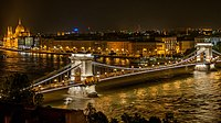Széchenyi Chain Bridge in Budapest at night.jpg