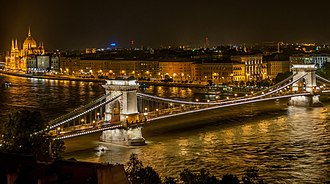 Chain Bridge (Budapest) - Image: Széchenyi Chain Bridge in Budapest at night