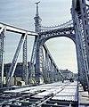 Szabadság híd a Fővám (Dimitrov) tér felé nézve, az útpálya átépítése idején. Fortepan 99472.jpg