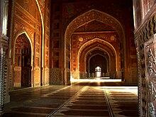 تاج محل 220px-Taj_Mahal_Mosq