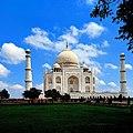 Taj mahal with all its splendor.jpg