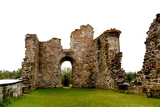 Tautra Abbey - Ruins of the nave and the portal of the original abbey in the west front