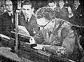 Tito podpisuje deklaracijo o razglasitvi FLRJ.jpg
