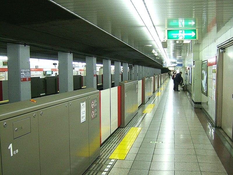 File:TokyoMetro-M11-Yotsuya-3chome-station-platform.jpg