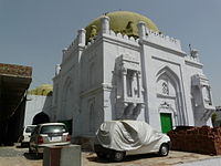Tomb of Khwaja Sara Basti Khan gateway building1.jpg