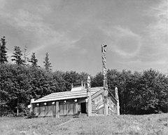 Totem Bight Community House, Fango Bight Village, Nord Tongass Highway, Ketchikan vicinanze (Ketchikan Gateway Borough, Alaska) .jpg