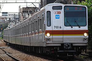 Tokyo Metro 7000 series - 8-car set 7116 on the Tokyu Toyoko Line, September 2012