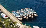 Tour boats in Mesa Gialos harbour - Fira - Santorini - Greece - 02.jpg