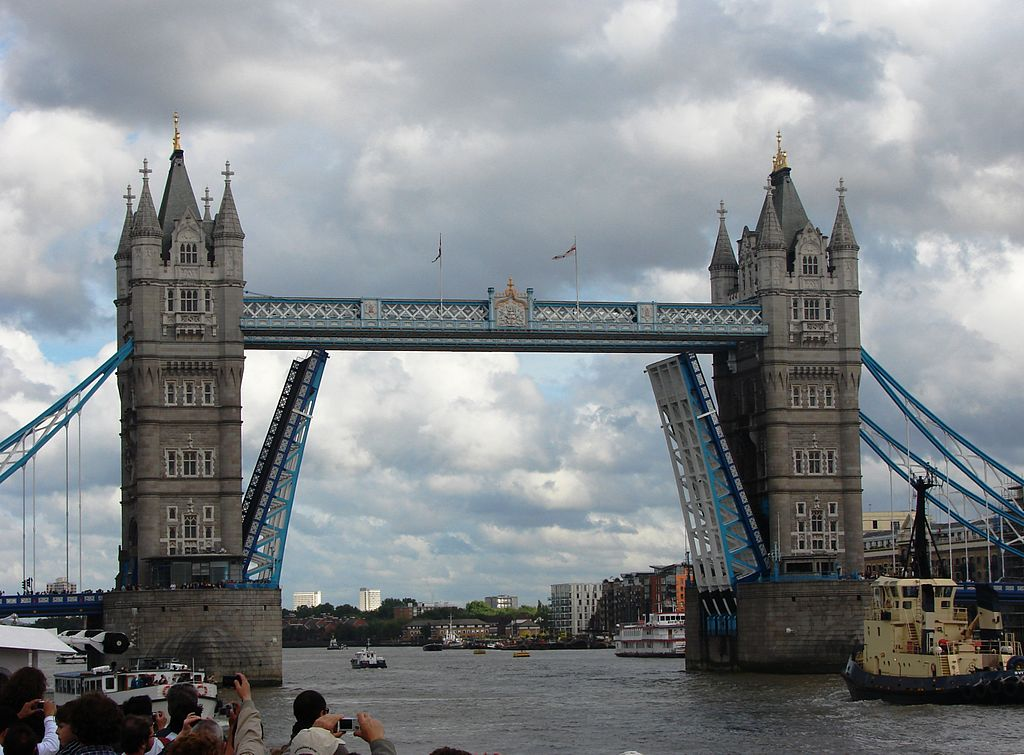 file tower bridge london getting opened wikimedia commons. Black Bedroom Furniture Sets. Home Design Ideas
