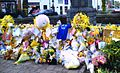 Tributes for Madeleine McCann, Rothley, 17 May 2007.jpg