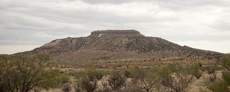 File:Tucumcari Mountain, Quay County, New Mexico, 2011b.jpg