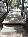 Tumba de Urbano González Serrano, cementerio civil de Madrid.jpg