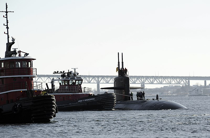 File:US Navy 090204-N-8467N-001 USS Pittsburgh (SSN 720) makes her way up the Thames River and home to Submarine Base New London.jpg