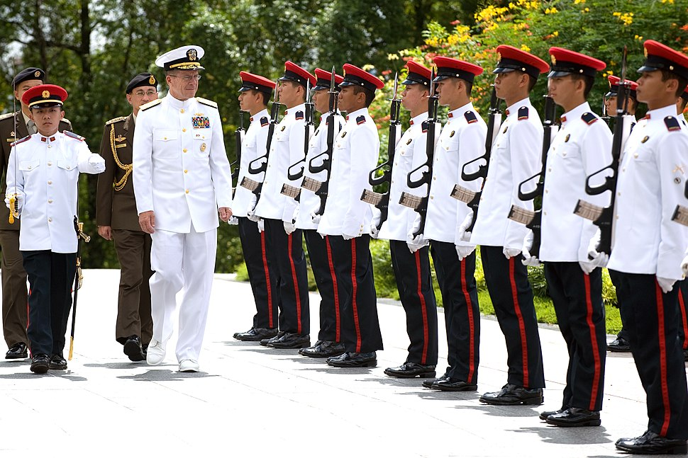 US Navy Adm. Mike Mullen reviews Singapore Armed Forces at the Istana, Singapore - 20080529 (080530-N-0696M-090)