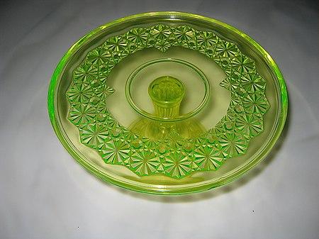 https://upload.wikimedia.org/wikipedia/commons/thumb/f/fd/U_glass_above.jpg/450px-U_glass_above.jpg