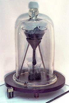 Apparato sperimentale per la misurazione della viscosità della pece.