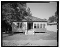 VIEW OF FRONT LOOKING NORTH - 912 Oak Street (House), , Waycross, Ware County, GA HABS GA-2225-1.tif