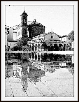 Vasca della fontana in Piazza della Vitoria.jpg