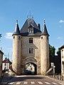 Villeneuve-sur-Yonne-FR-89-porte de Sens-coté ville-a2.jpg