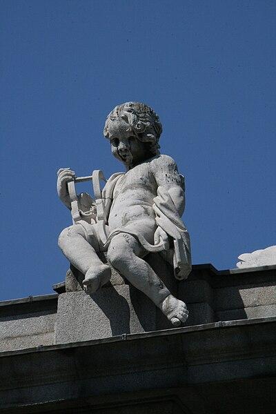 Archivo:Virtudes Cardinales-Puerta de Alcalá-Justicia.jpg