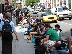 History of iPhone - People waiting to buy the iPhone upon release in New York City, June 29, 2007