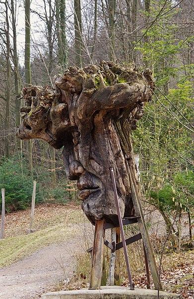 File:Waldmenschen Skulpturenpfad (Freiburg) 5132.jpg