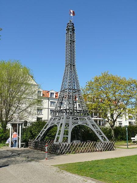 Datei Wedding Centre Francais Eiffelturm Jpg Wikipedia