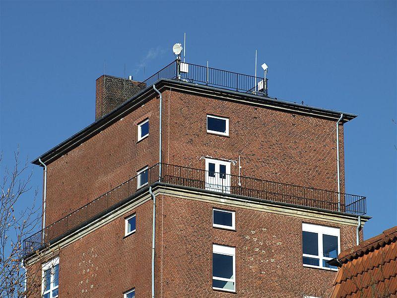 File:Wedel Wasserturm Möller 2.jpg